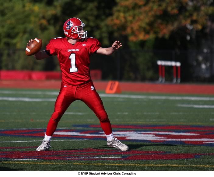 A wide aperture of f2.8 was used to focus attention on the Quarterback while blurring