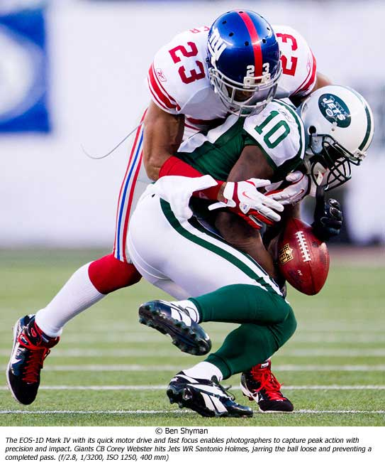 Giants CB Corey Webster hits Jets WR Santonio Holmes
